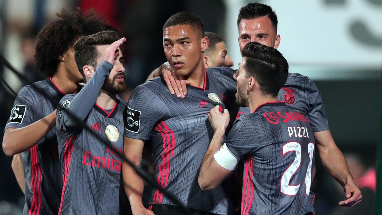 Benfica vence em Barcelos e regressa à liderança