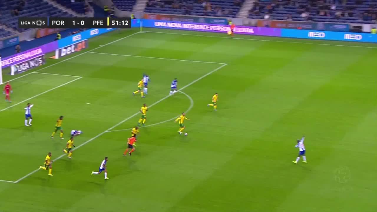 FC Porto x FC P.Ferreira: invasão de campo, 52m