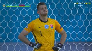 GOLO! Espanha, M. Dúbravka (p.b.) aos 30', Eslováquia 0-1 Espanha