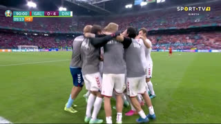 GOLO! Dinamarca, M. Braithwaite aos 90'+4', Gales 0-4 Dinamarca