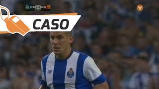 FC Porto, Caso, Maxi Pereira aos 32'