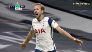 GOLO! Tottenham, H. Kane aos 45'+1', Tottenham 2-0 Arsenal